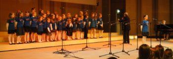 Zespół Mi-Nutki wystąpił z programem kolęd i pastorałek, podczas Świątecznego Koncertu Familijnego